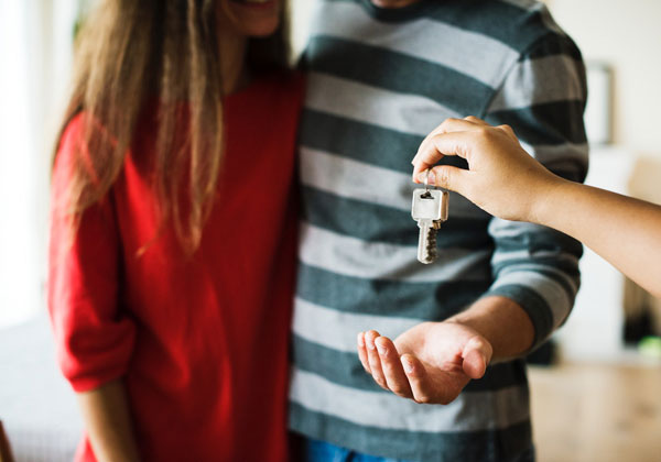home-buyers-receiving-keys